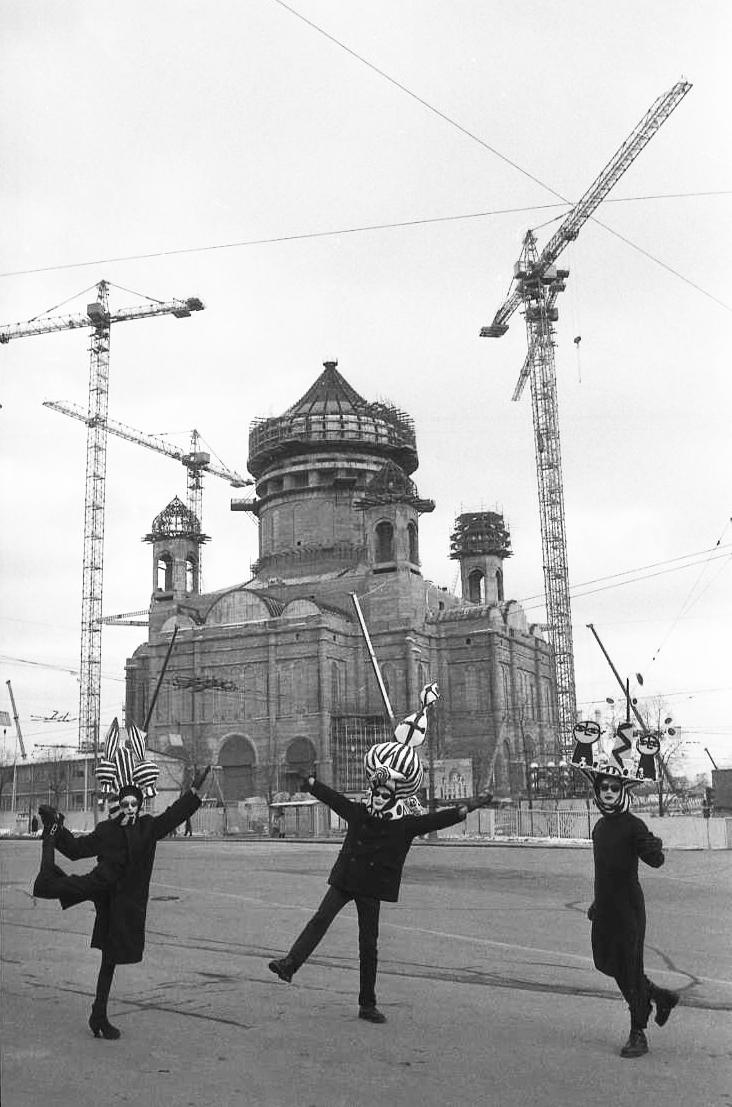 Sergei Borisov, Dance in Front of Construction Site, 1996_Art at 12 Hay Hill